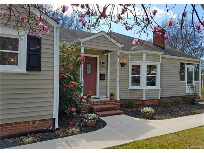 651 E Iredell Ave, Mooresville, NC 28115