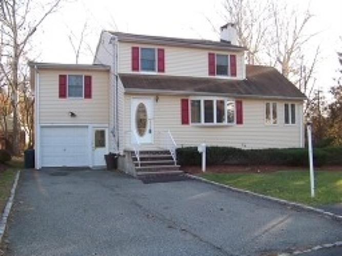 11 Badger Dr, Livingston, NJ 07039