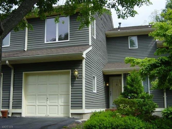 15 Greenbriar Ln, Annandale, NJ 08801