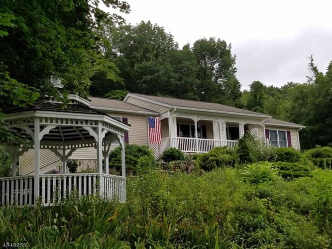 145 Good Springs Rd, Asbury, NJ 08802