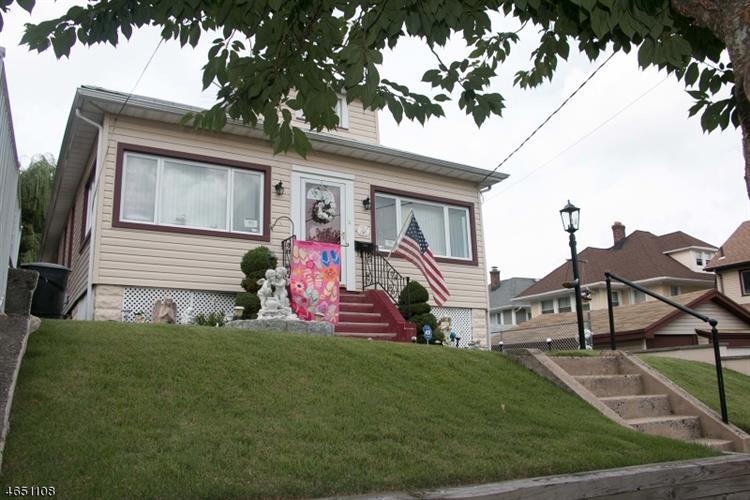 228 Holmes St, Belleville, NJ 07109