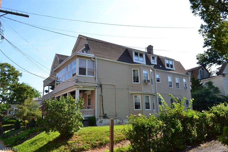 88 Richelieu Ter, Newark, NJ 07106