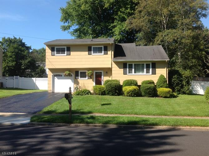 116 College View Dr, Hackettstown, NJ 07840