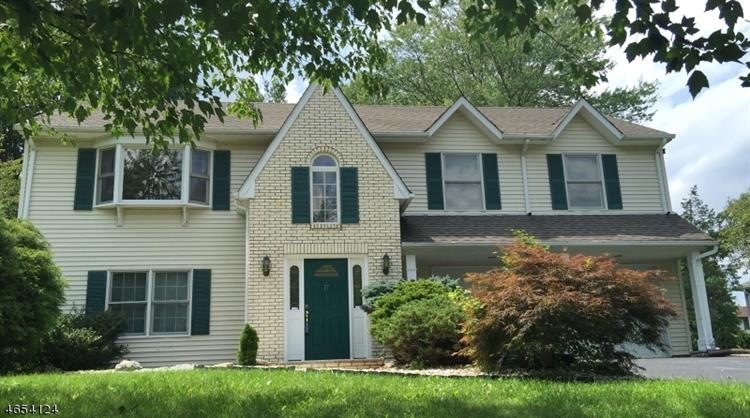 17 Lorie Dr, East Hanover, NJ 07936