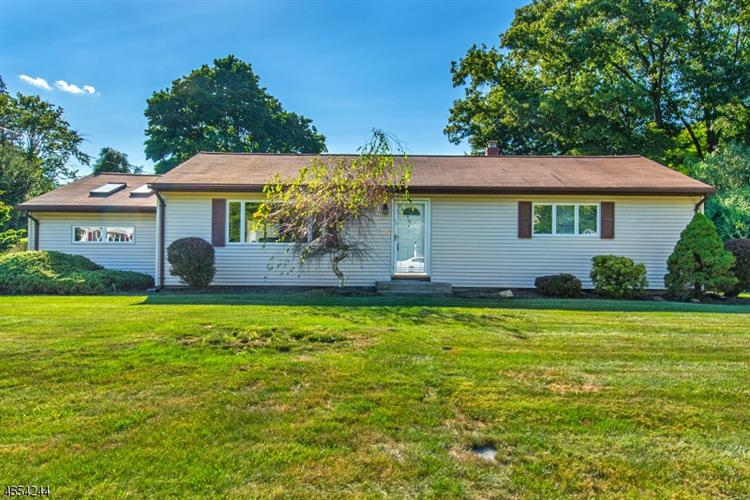 1 Navajo Trl, West Milford, NJ 07480