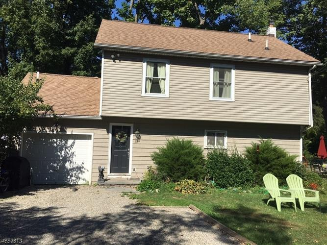 15 Walnut Dr, Belvidere, NJ 07823