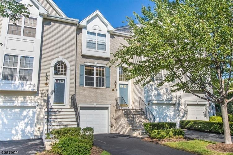 592 Hartford Dr, Nutley, NJ 07110