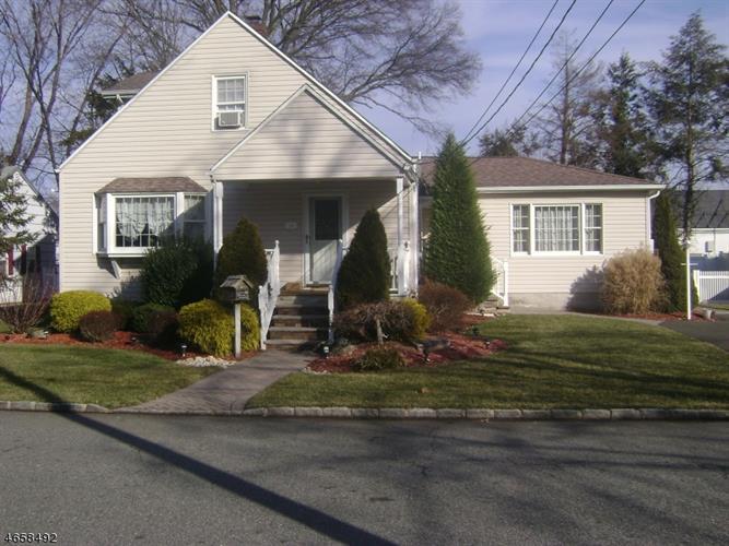 16 Highland Ave, Pompton Plains, NJ 07444