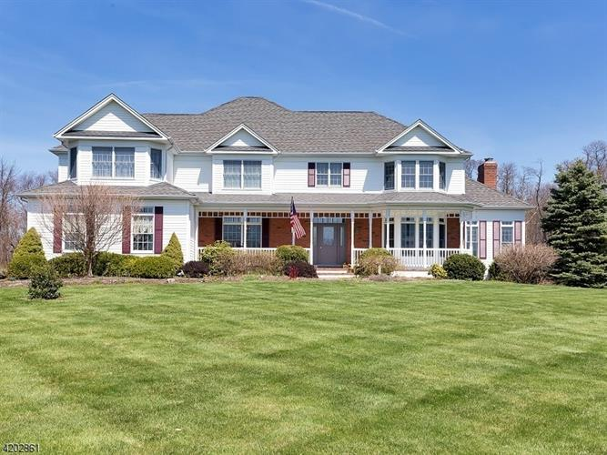 11 General Morgan Ln, Lebanon Twp, NJ 08826