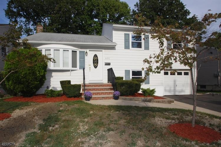 831 Savitt Pl, Union, NJ 07083