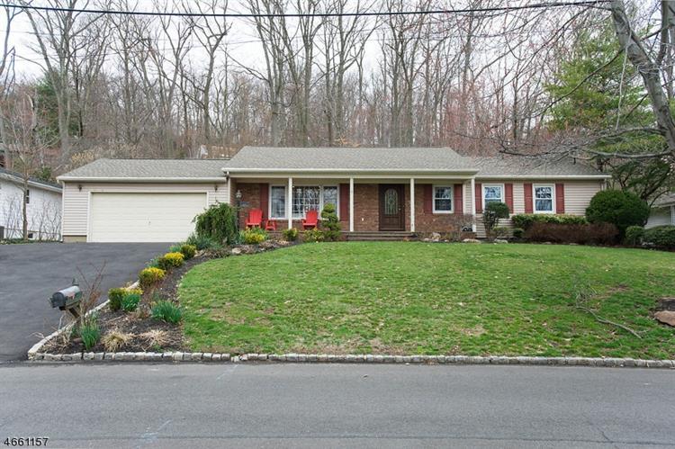 1074 Ledgewood Rd, Mountainside, NJ 07092