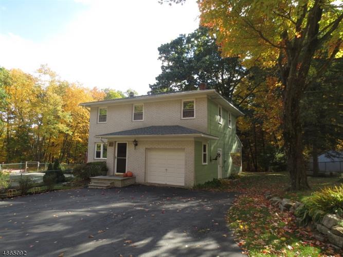 440 Cherry Ridge Rd, Highland Lakes, NJ 07422