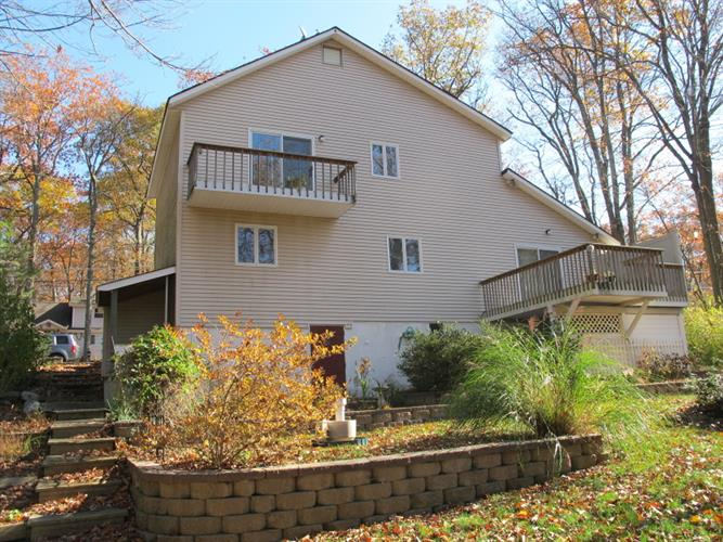 317 Midway Dr, Highland Lakes, NJ 07422