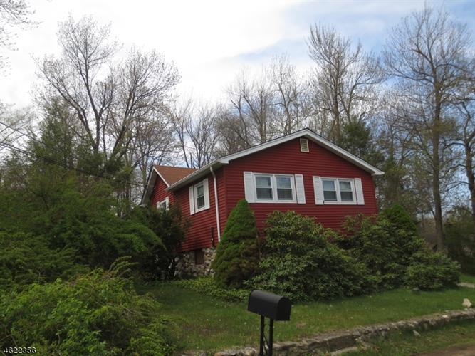 263 Acabonack Rd, Highland Lakes, NJ 07422