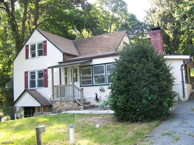 1 Dogwood Ln, Washington, NJ 07882