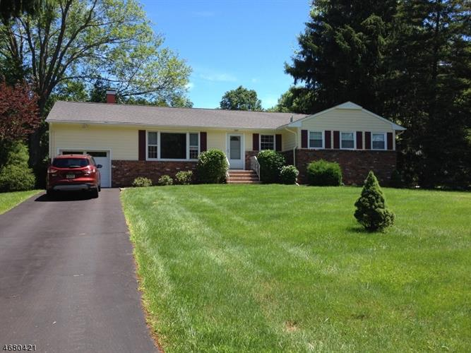 1673 Brookdale Dr, Martinsville, NJ 08836