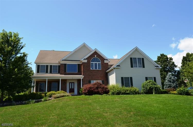 1 Grove Farm Rd, Pittstown, NJ 08867