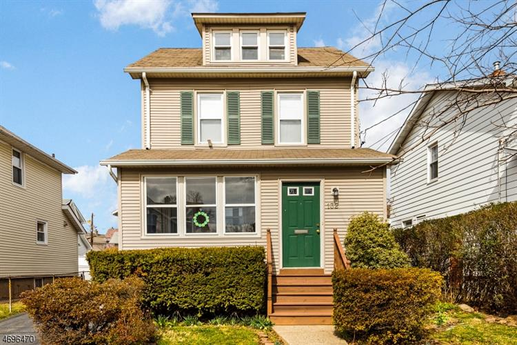 132 Lakeside Dr, Nutley, NJ 07110