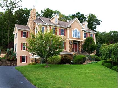46 Overlook Rdg, Oakland, NJ 07436