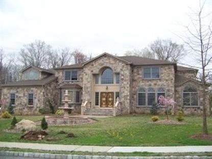 4 Hyer Farm Rd, Roseland, NJ 07068