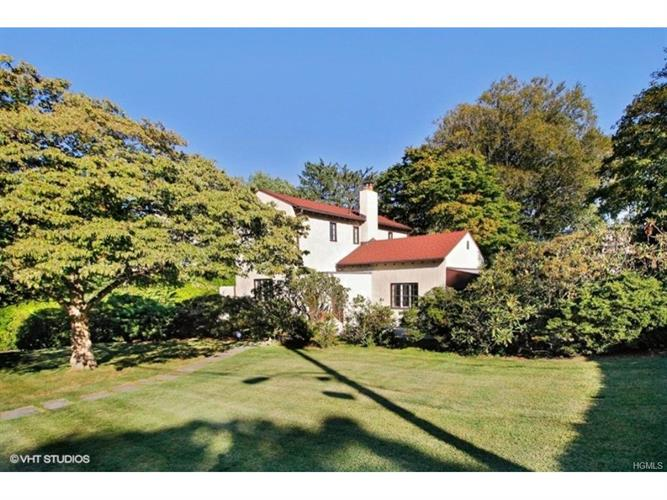 Larchmont ny real estate houses for sale in westchester for 66 iselin terrace larchmont ny