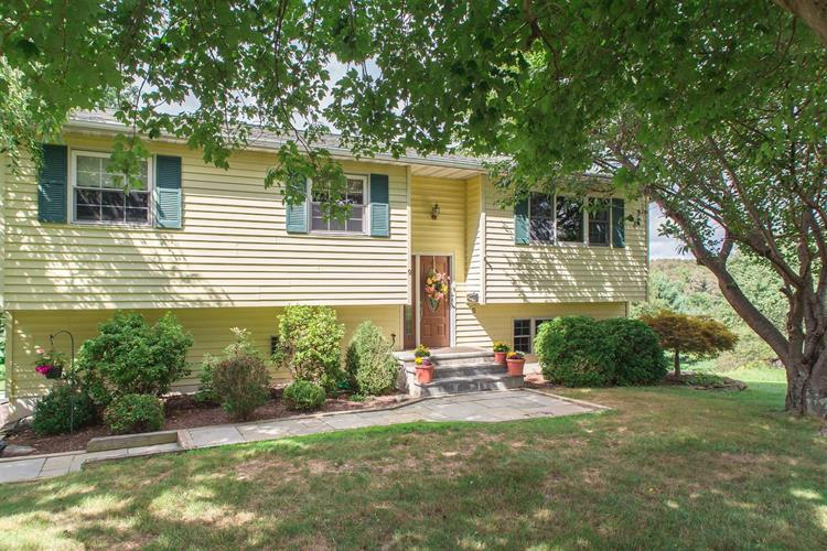 9 SPRING HILL CT, Wappinger, NY 12590