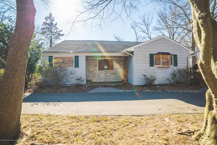 131 Poricy Ln, Red Bank, NJ 07701