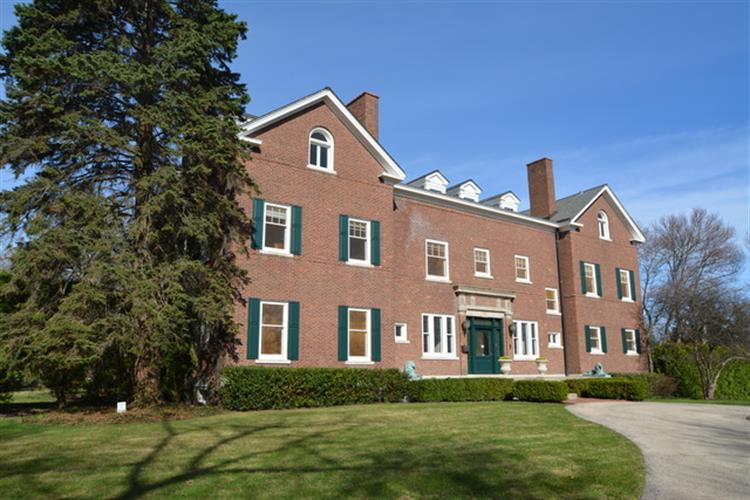 360 N Mayflower Road, Lake Forest, IL