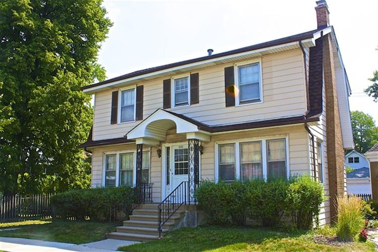 1032 N Harvey Ave, Oak Park, IL 60302