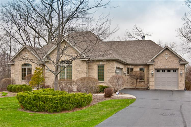 3422 Forest Ridge Dr, Spring Grove, IL 60081