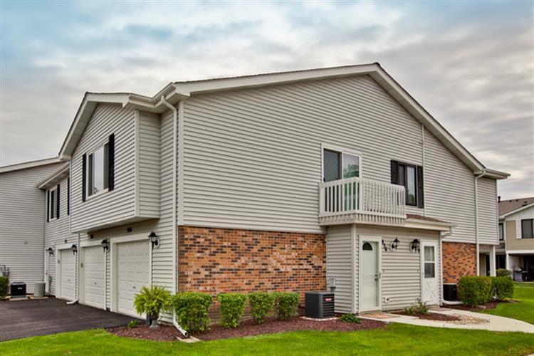936 Adams Ct, Vernon Hills, IL 60061