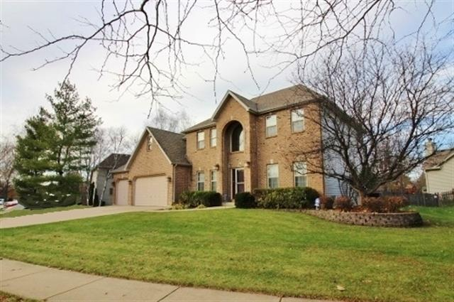 209 Willowwood Dr, Oswego, IL 60543