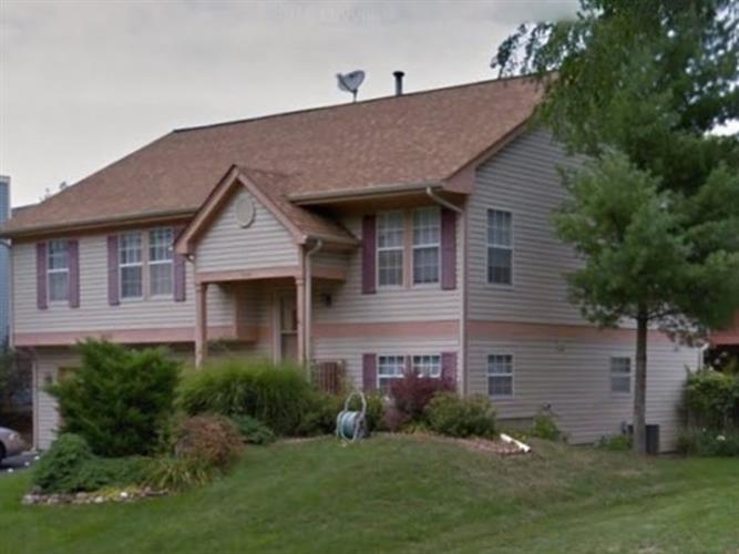 2030 Pennsbury Ln, Hanover Park, IL 60133
