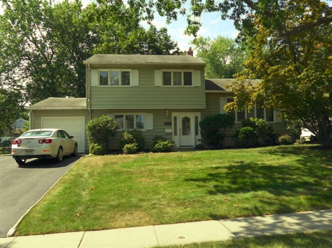 17 Brookshire Dr, Cedar Grove, NJ 07009