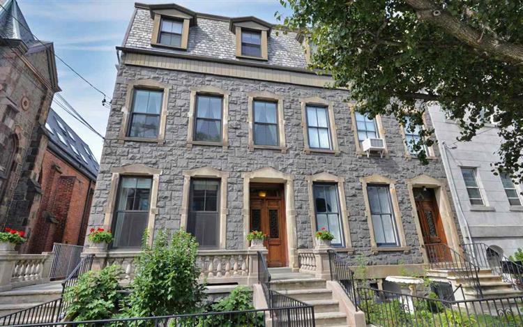 822 Hudson St, Hoboken, NJ 07030