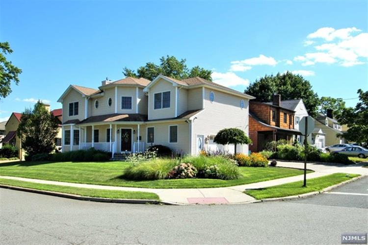 562 Collins Ave, Hasbrouck Heights, NJ 07604