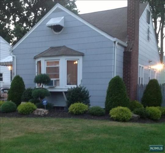 99 Vreeland Ave, Bergenfield, NJ 07621