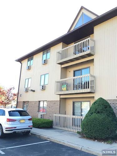 651 Riverside Ave, Lyndhurst, NJ 07071