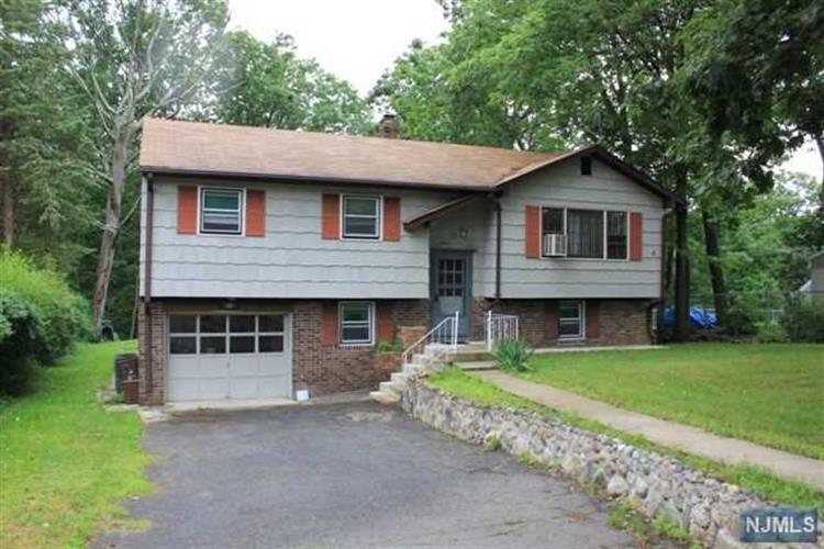 35 Lakeview Rd, Ringwood, NJ 07456