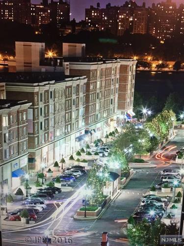 5302 City Pl, Edgewater, NJ 07020