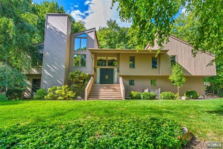 360 Echo Valley Ln, Kinnelon, NJ 07405
