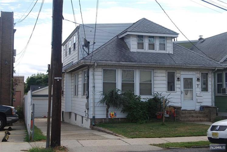 7 Legion Pl, North Arlington, NJ 07031