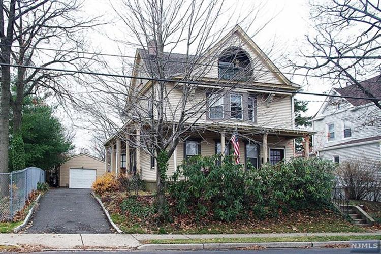 242 Franklin Ave, Hasbrouck Heights, NJ 07604