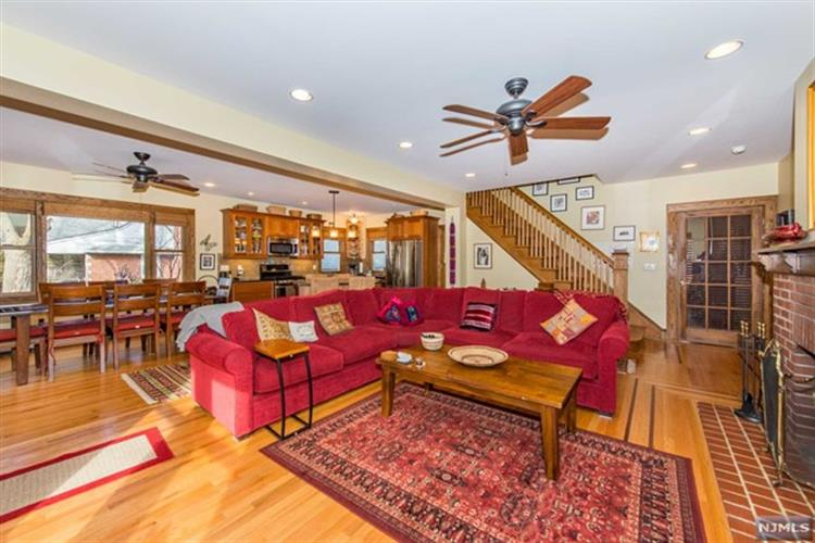 194 Jefferson Ave, Tenafly, NJ 07670