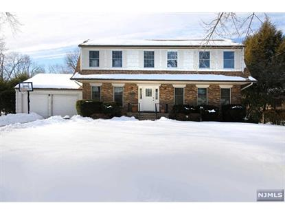 5 Oxford Pl, Cresskill, NJ 07626