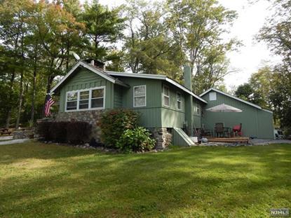 1122 Lakeside Dr E, Highland Lakes, NJ 07422