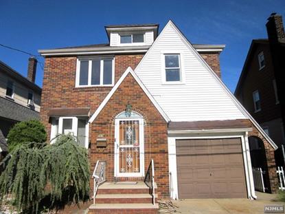 569 Monroe Pl, Ridgefield, NJ 07657