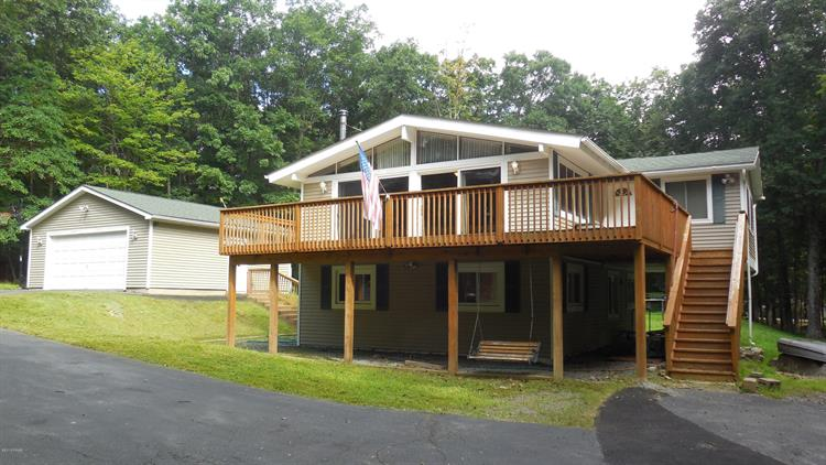 205 Country Club Dr, Lords Valley, PA 18428