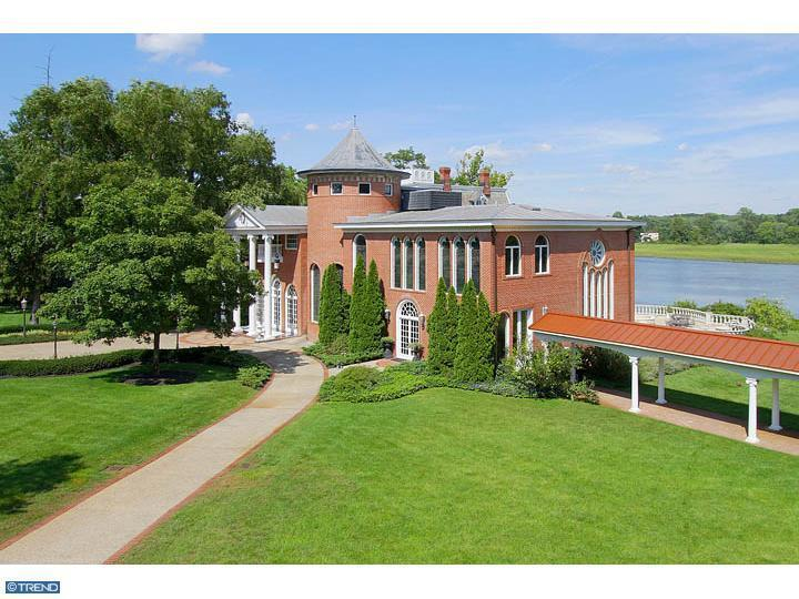 Photo of home for sale at 351 CREEK RD, Moorestown NJ