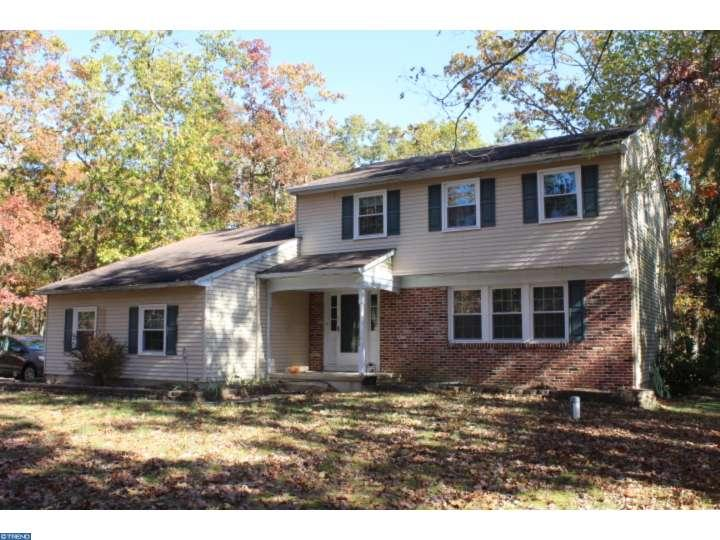Photo of home for sale at 1006 SHAWNEE LN, Shamong NJ